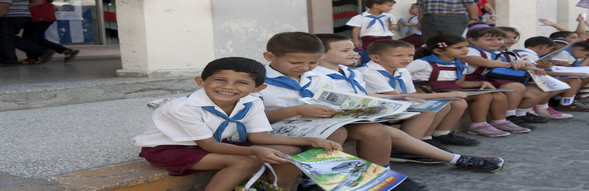 Kinder und Literatur in Artemis, Cuba Travel